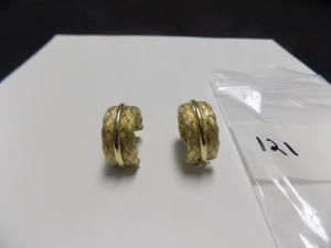 Pair of 14 Karat Gold Woven Design 1 mm wide 3/4 Hoop Clip-On Earrings which are in Excellent Condition and Weigh 10.3 grams.