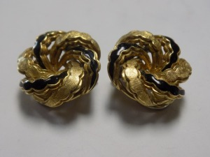Pair of 18 karat yellow gold 19 mm diameter round swirl clip-on earrings with black enamel; they are in very good condition and weigh 9.0 grams.