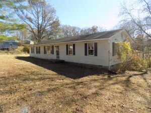 House and Lot located at 49 Guyear Lane, Tracy City, TN. 5 BR; 2 Bath; 2 Gas Wall Heaters; LR, Dr, Kitchen, Hardwood Floors, Ranch Style, Front and Back Porch, In-Wall A/C         Location – From Hwy 41 at 10th St. Follow 10th South Guyear Lane.  Turn Rig