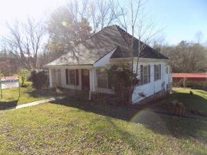 House and Lot located at 161 Sparta St., Spencer, TN.3 BR, 1 Bath, Front Porch, Vinyl Siding, Detached Carport, Paved Driveway, Living Room, Kitchen, Basement, Central H/A (Natural Gas), Natural Gas Hot Water Heater, Looks New!Great in town location!Locat