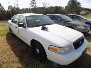 2010 Ford Crown Vic - 2FABP7BV2AX113785 - Starts with a boost - White