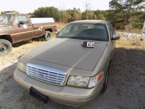 2000 Ford Crown Vic - 77000 miles - Cranks & Runs