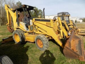 Cat Backhoe - 5737 Hrs. - 4 Wheel Drive - Motor Runs - Backhoe operates - Has no Hydraulic Fluid - Extension is changing from 5 minutes to 2 minutes.