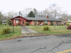 Brick Home - Summerville GA.	3 Bedrooms   	1 Bath                       	Living Room	Dining Room	Kitchen	Central H/A - Gas	Attached 1 Car Garage	Hardwood Floors Attached Mother-in-Law Apartment	Living Room	Kitchen	Bathroom	2 Additional Rooms for Bedrooms/